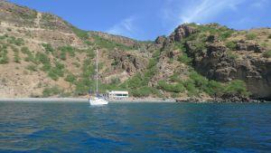 Sinus for anker, fiskernes hus på stranden, Lomba på knolden oppe til højre.