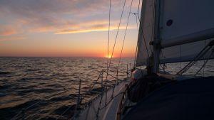 I får blot et billede af en af solopgangene, vi fik ikke taget så mange billeder, det var også mest bølger og vand hele tiden !