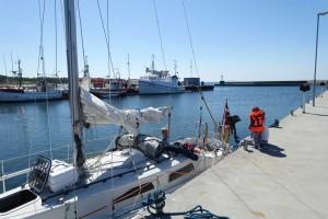 Det er uden for sæsonen i Sverige. Da vi ankom til Byxelkro var vi den eneste sejlbåd. Vi blev iøvrigt ved med at være den mindste.