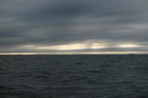 Køge bugt lignede sig selv. Nu ved vi hvor bølgerne stammer fra.